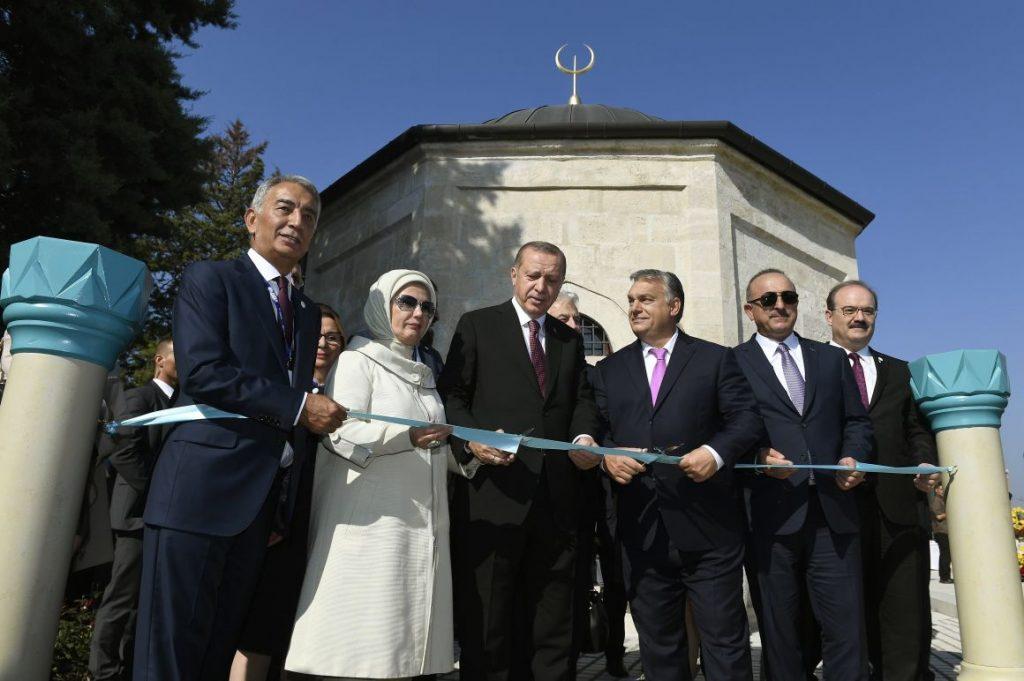 Гюль-Баба-церемония открытия